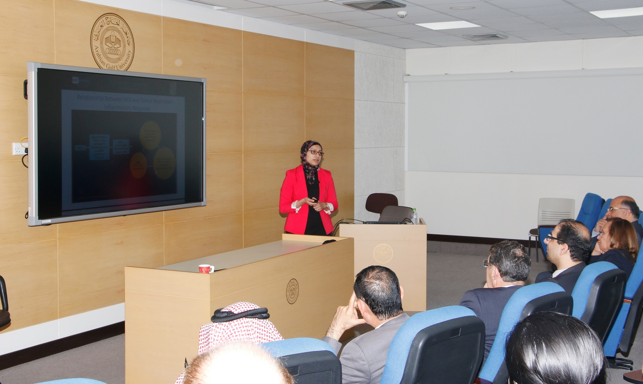The Arabian Gulf University hosts lecture on immunotherapy
