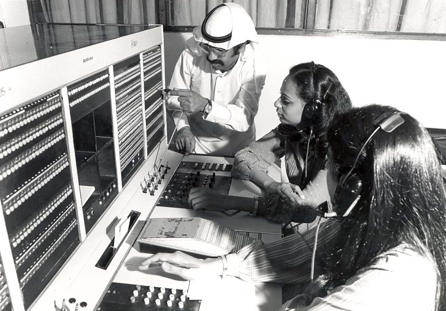 Cable and wireless company (Batelco) in the 1970's | Bahrain News Agency
